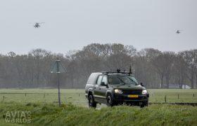 Volkswagen Amarok-pick-uptruck with two Apaches
