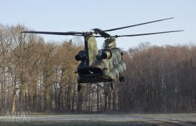 Boeing CH-47D Chinook landing
