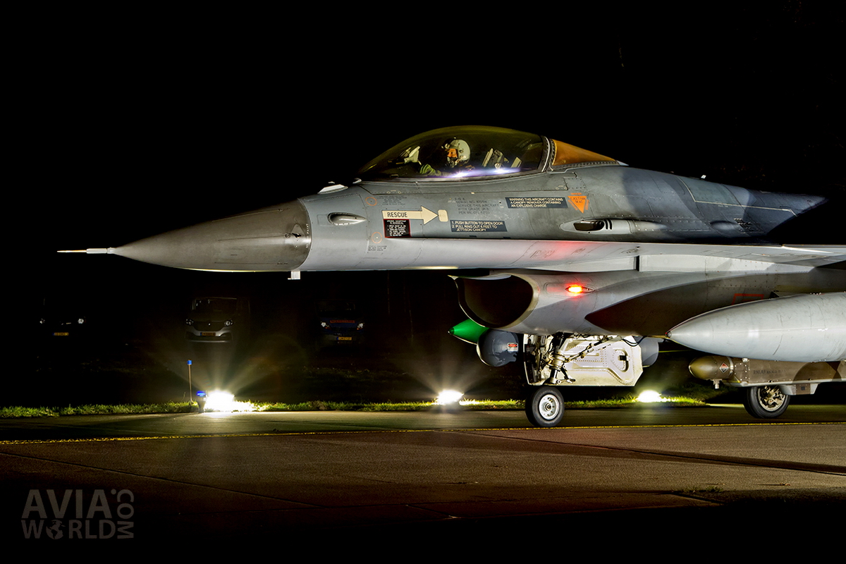 RNLAF Klu F-16A MLU Night Flying at Volkel AB