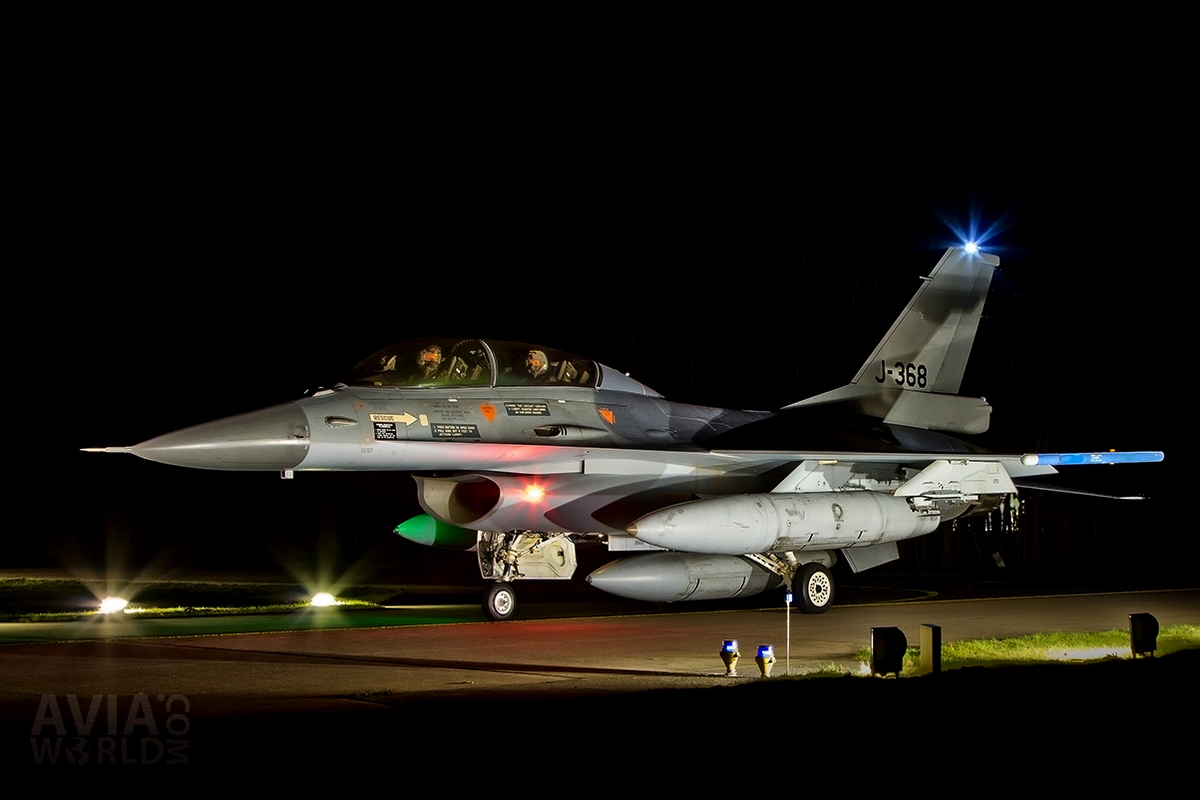 RNLAF Klu F-16B MLU J-368 Night Flying at Volkel AB
