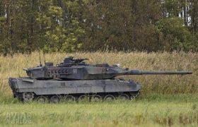 Leopard 2 firing its Rheinmetall MG 3 machinegun